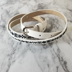 Embroidered belt thin black and white
